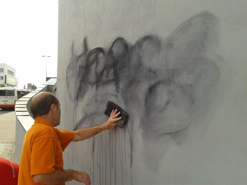 Nanášanie antigrafitovej ochrany v Trnave